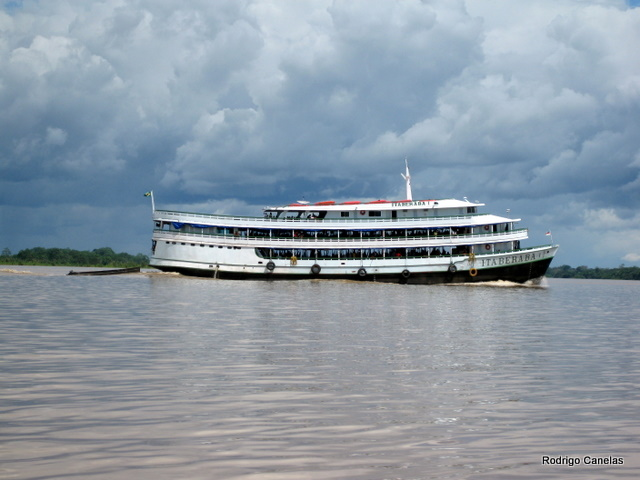 Cross Amazonia River by boat - 4 days