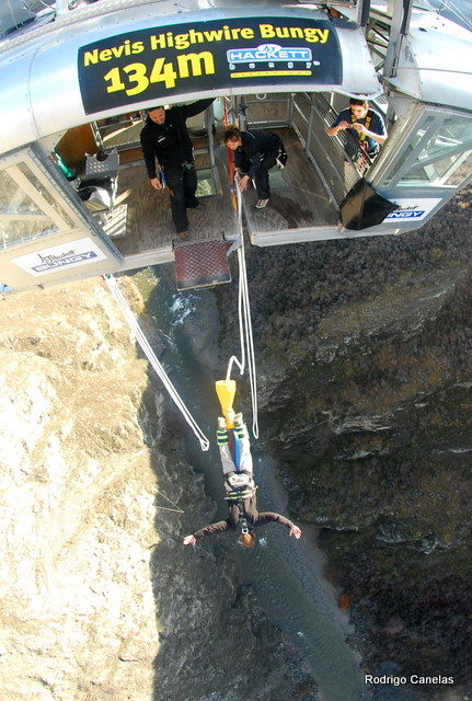Bungee Jumping in New Zealand... huuuuuuuu